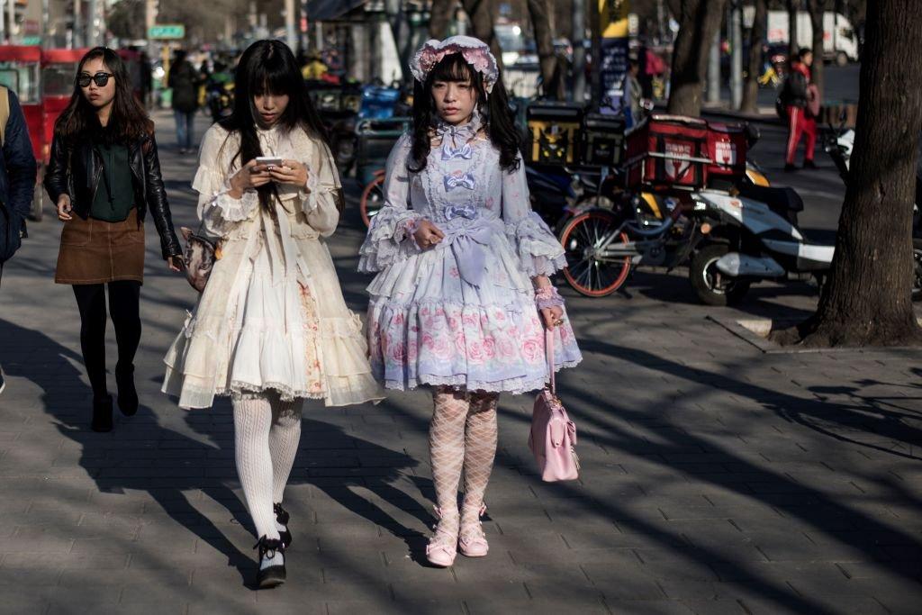 洛麗塔裙改編自洛可可等歐洲古典主義的設計風格。