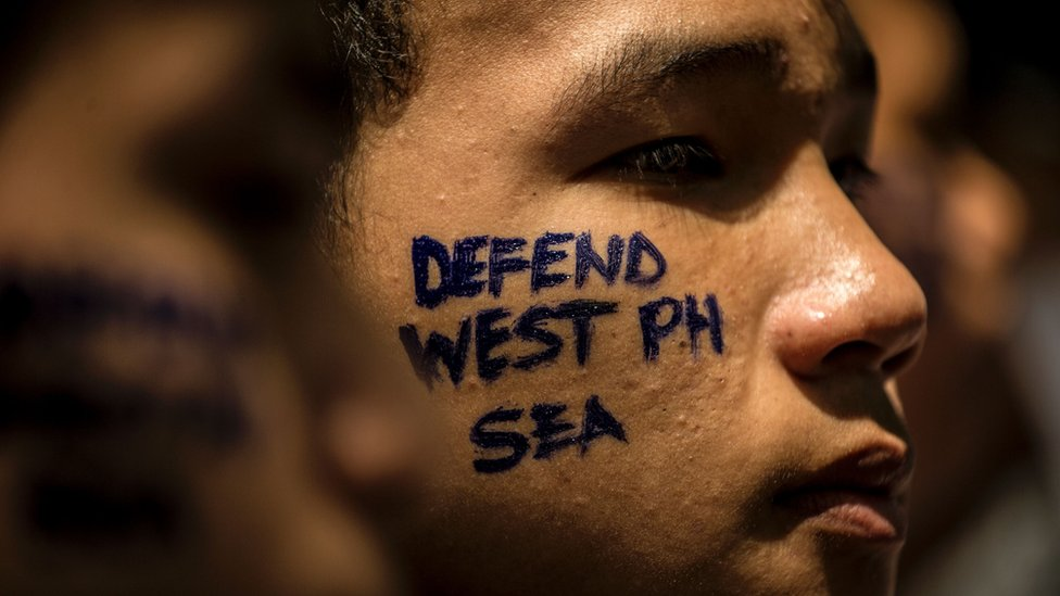 Activists hold a protest in front of the Chinese Consular Office in Manila on June 10, 2016.