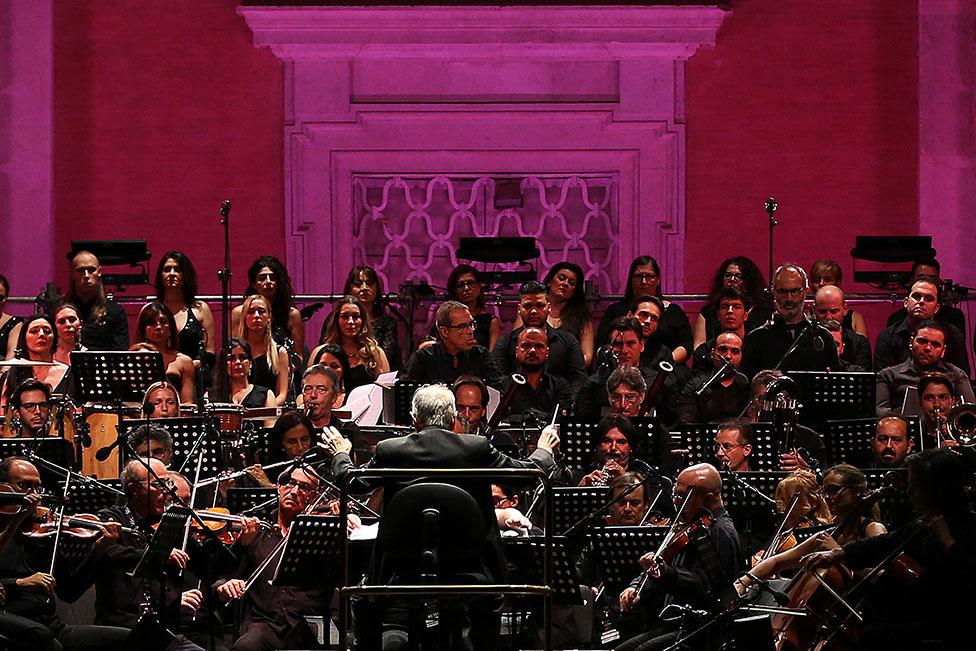 Ennio Morricone conducts the Orchestra Roma Sinfonietta in 2017