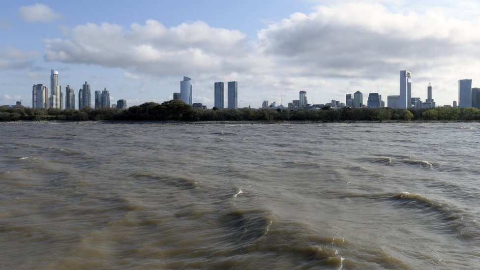 Vista de la Ciudad de Buenos Aires desde el Río de la Plata.