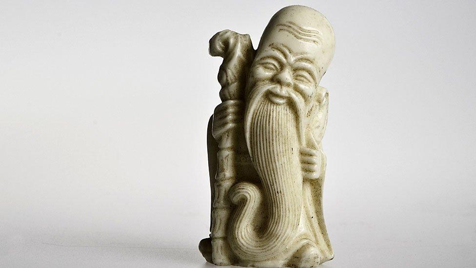 Figura de mármol de Confucio