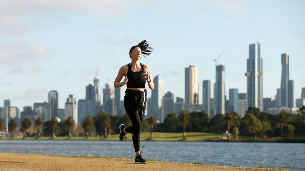 žena trči
