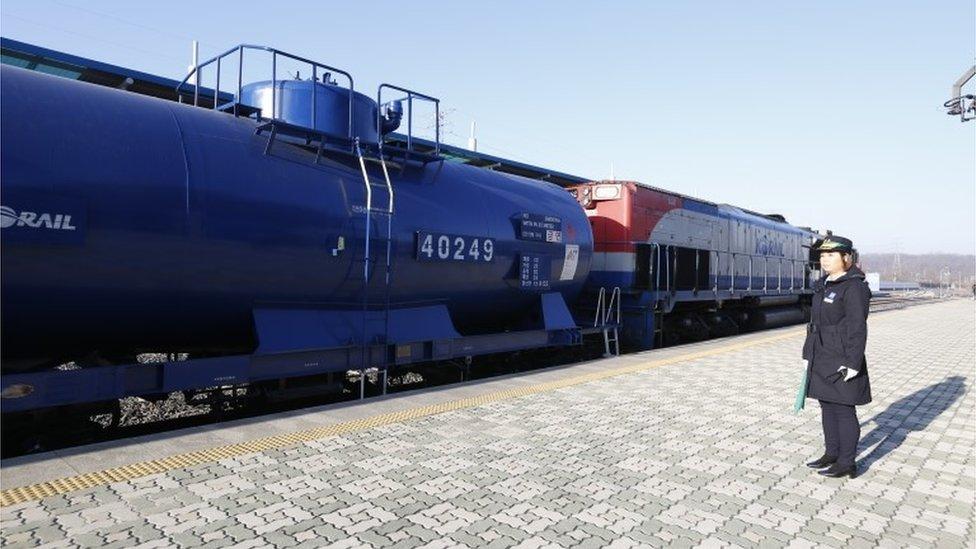Вперше за 10 років потяг з Південної Кореї перетнув кордон з КНДР
