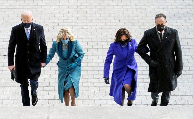 Joe Biden, Jill Biden, Kamala Harris y Doug Emhoff durante la ceremonia de toma de posesión presidencial el 20 de enero de 2021.
