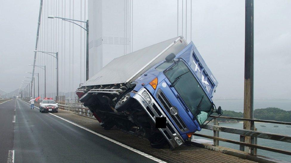 prevrnuo se kamion u Japanu