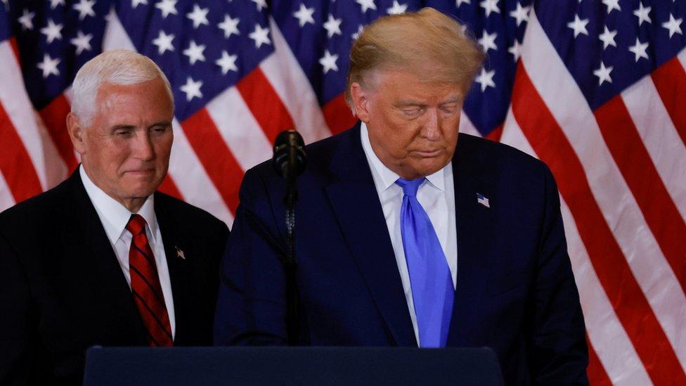 Presiden Trump (kanan) bersama Wapres Pence.