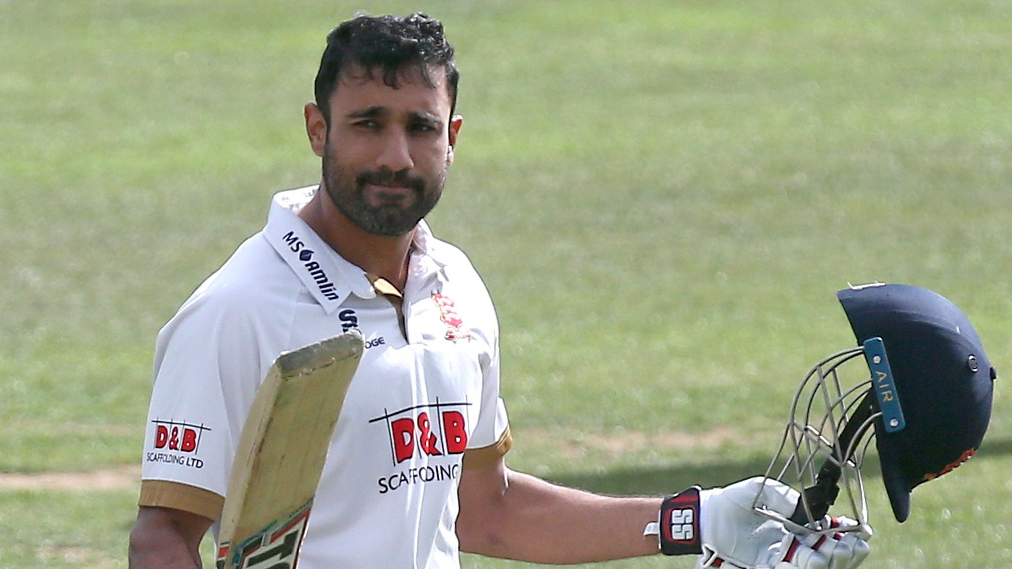 County Championship: Worcestershire on brink after Ravi Bopara century