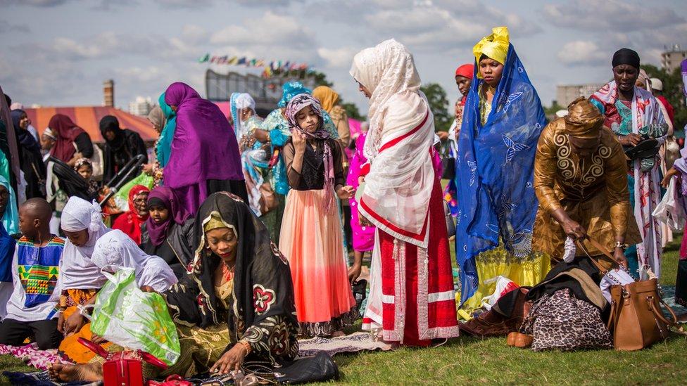 مسلمات يحتفلن بصلاة العيد في لندن - يوليو/تموز 2016