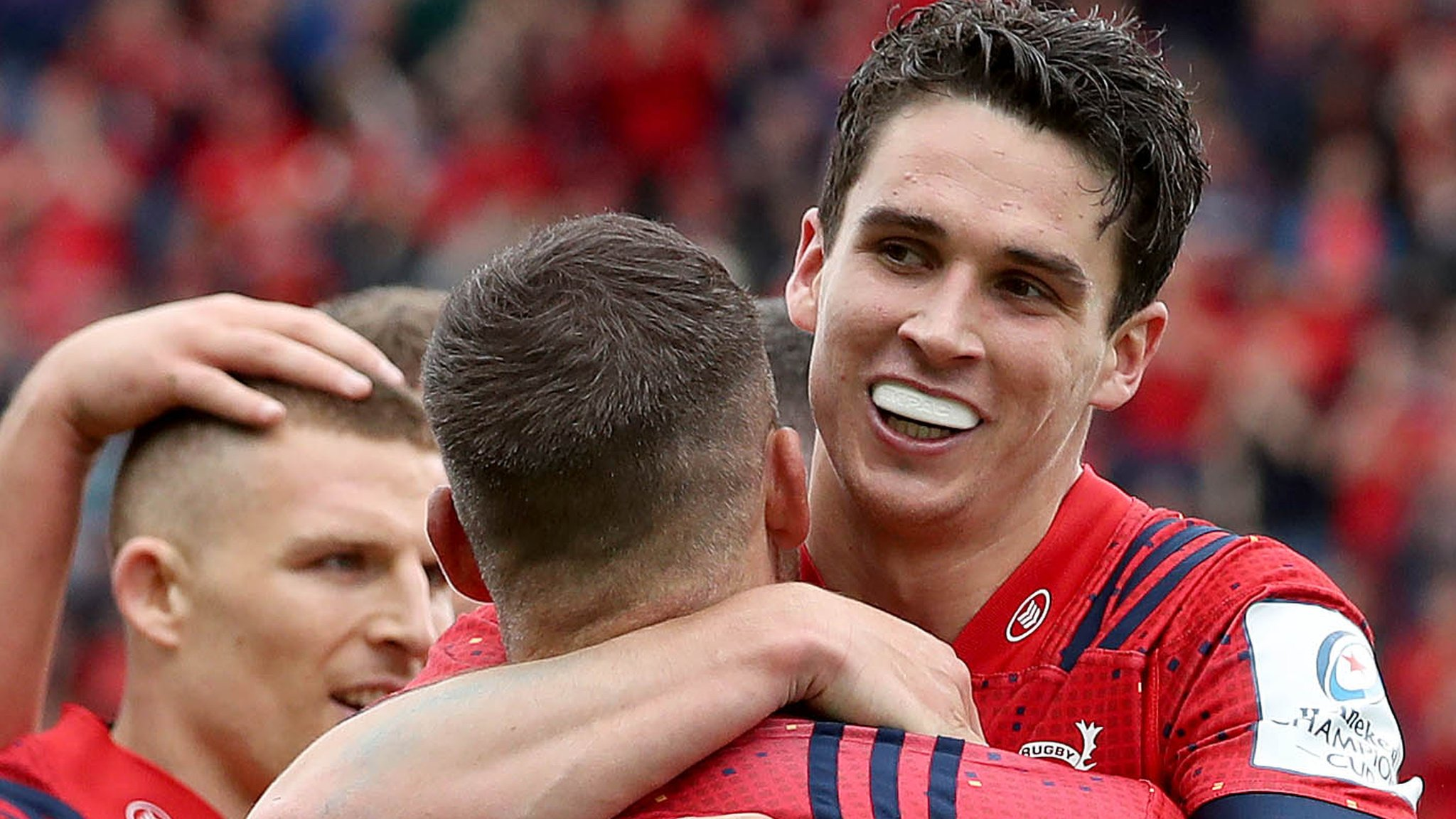 Cipriani sent off as Munster beat Gloucester