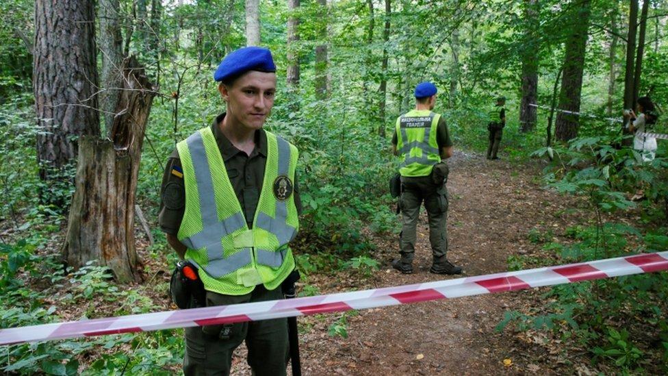 طوقت الشرطة الأوكرانية الموقع الذي عثر فيه على جثة شيشوف
