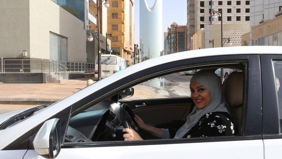 saudita conduciendo