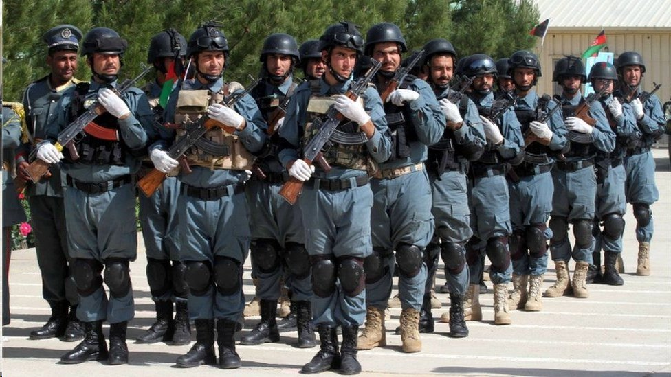 درب الغرب عشرات الآلاف من القوات الحكومية الأفغانية