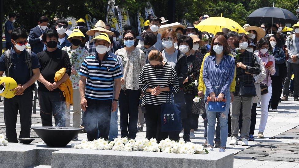Un conjunto de personas con mascarillas en Corea del Sur.