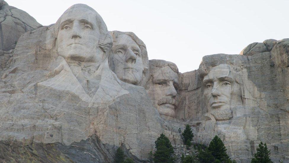 美國拉什莫爾峰國家紀念碑所在的山峰,被美國原住民科塔族視為聖山。