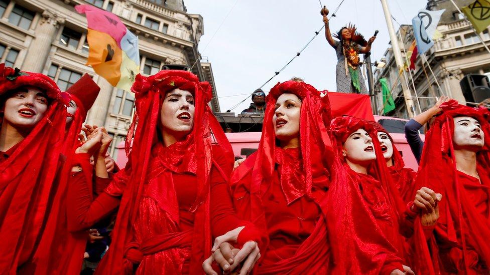 Климатический бунт в Лондоне: зачем протестовать против выбросов там, где их почти нет?