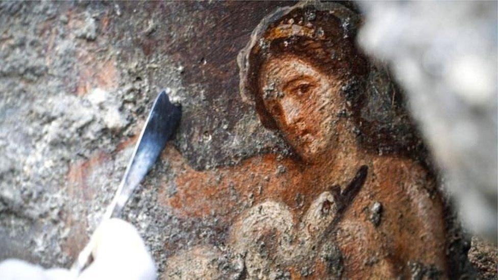 У Помпеях знайшли еротичну фреску Леди та лебедя