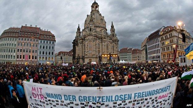反對極右翼佩吉達運動的民眾也在德累斯頓舉行抗議示威。