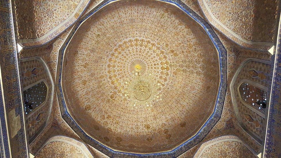 El magnífico techo de la tumba del emperador Tamerlán