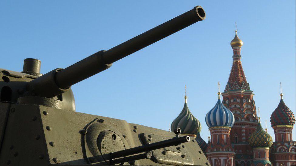 Desfile de un tanque en Moscú.