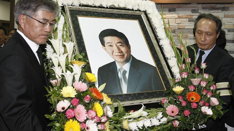 Cuadro del expresidente Roh Moo-hyun en su funeral.