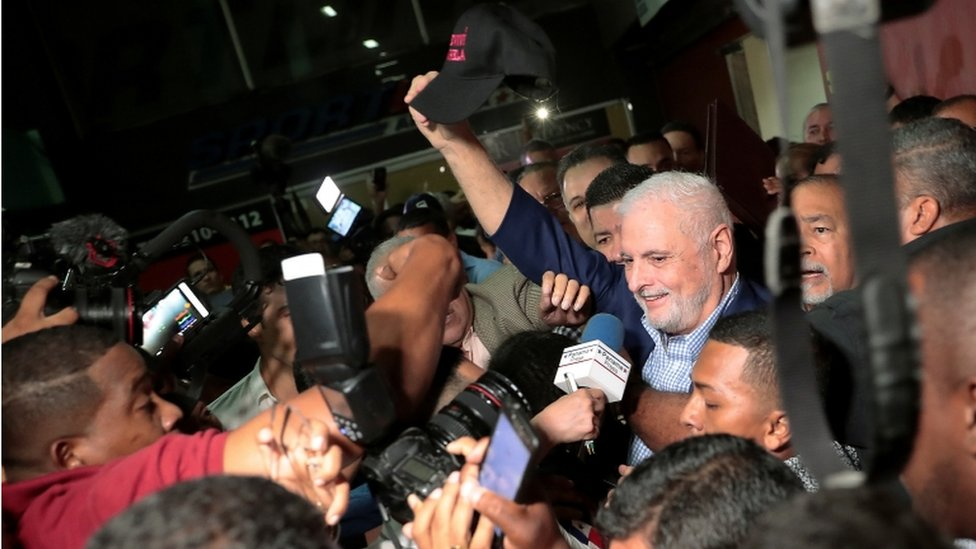 Ricardo Martinelli leaves court after being cleared of corruption charges, Panama City, 9 August 2019