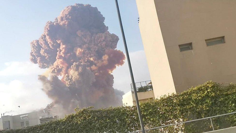 Мощный взрыв в Бейруте: масштабные разрушения, десятки погибших и тысячи пострадавших