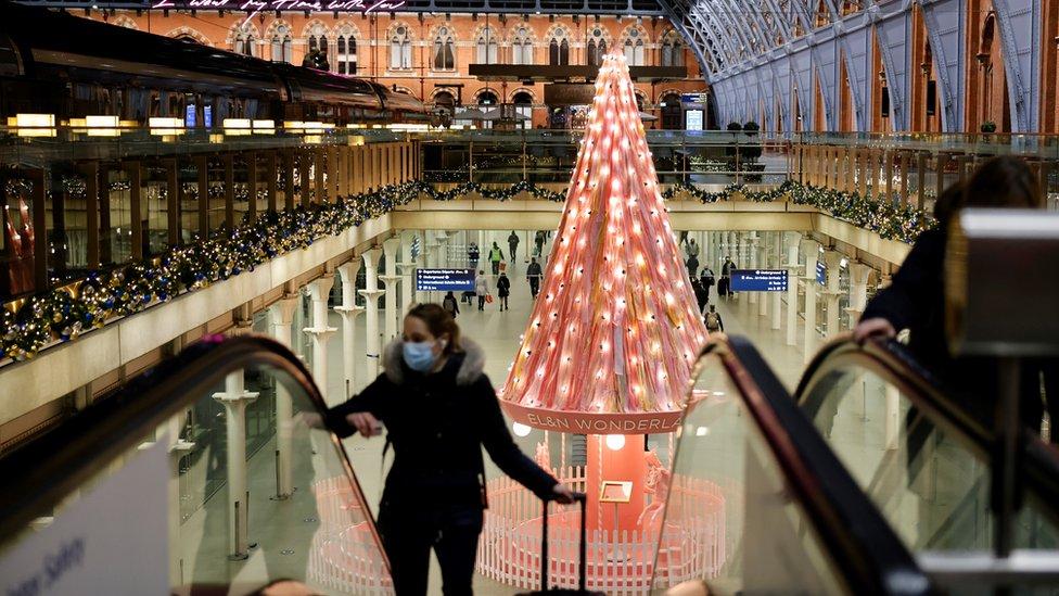 Covid-19: Plan Christmas travel 'carefully', says Grant Shapps thumbnail