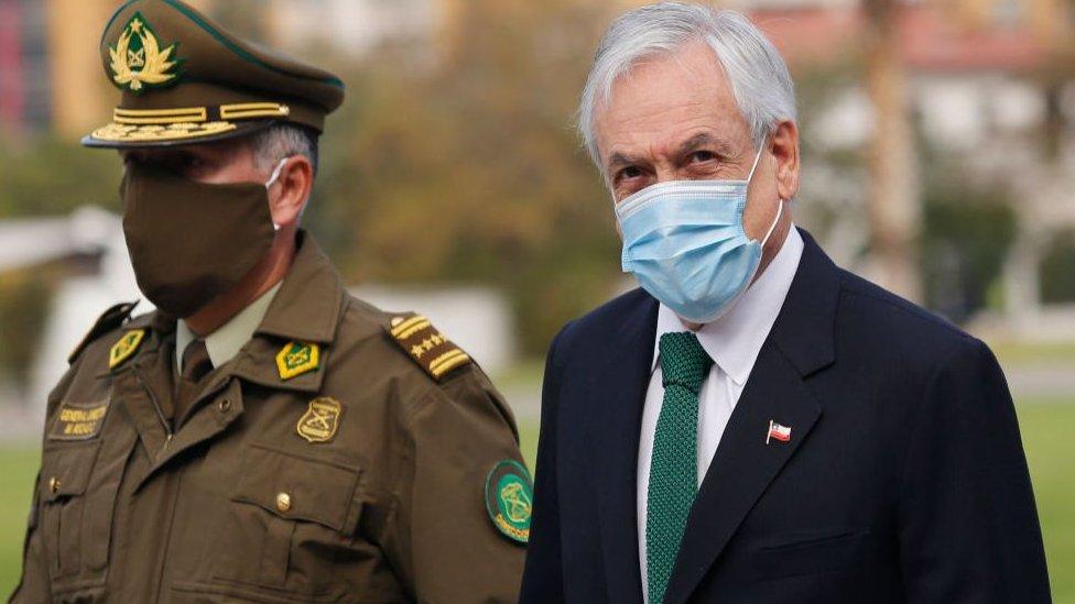"""El presidente Piñera insinuó que la recesión económica en Chile puede ser tan grande tras el coronavirus que el referéndum """"quizás"""" deba volver a discutirse."""