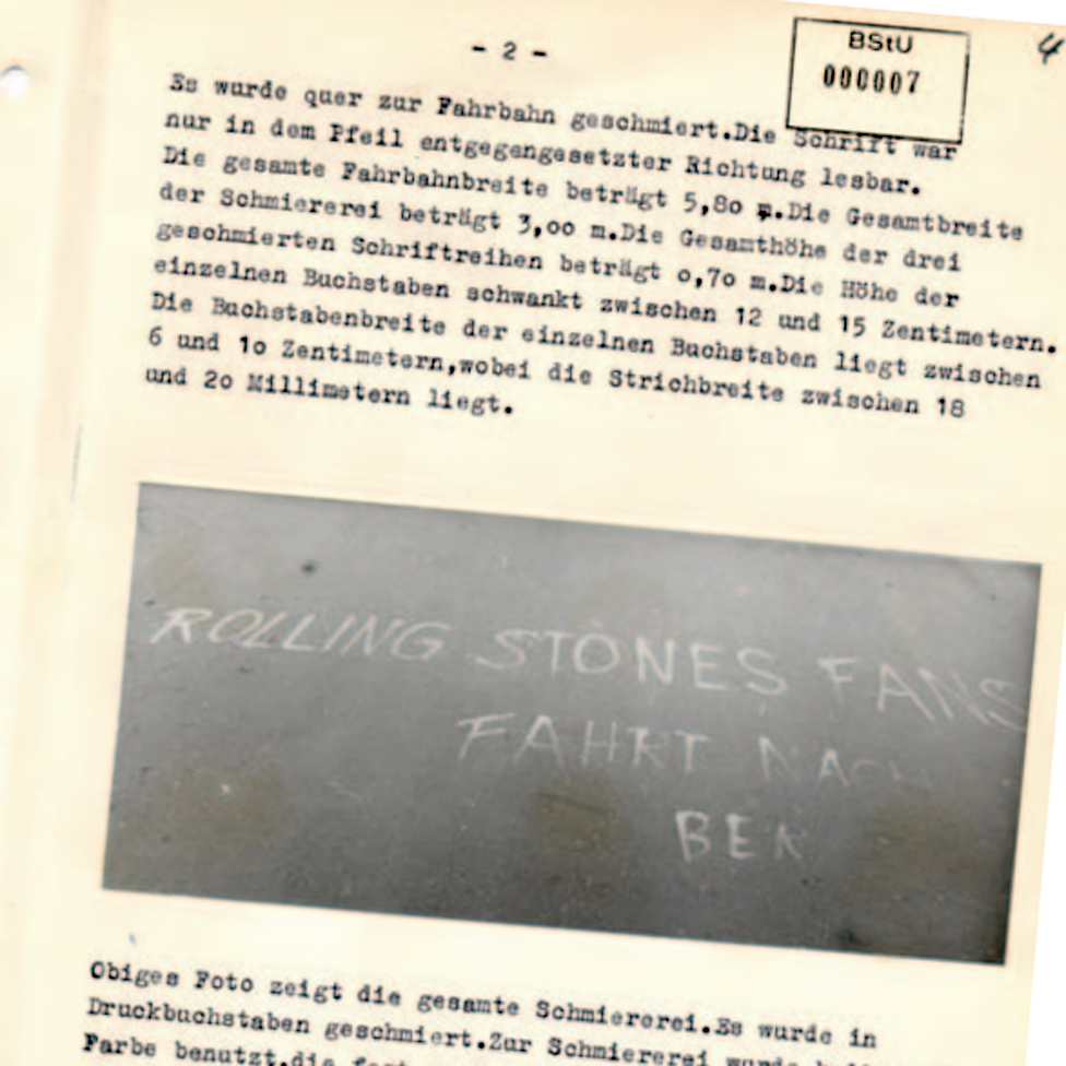 Chalk message on the road, photographed in Stasi report