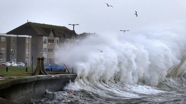 صدرت تحذيرات من الفيضانات بلغ عددها 250 تحذيرا