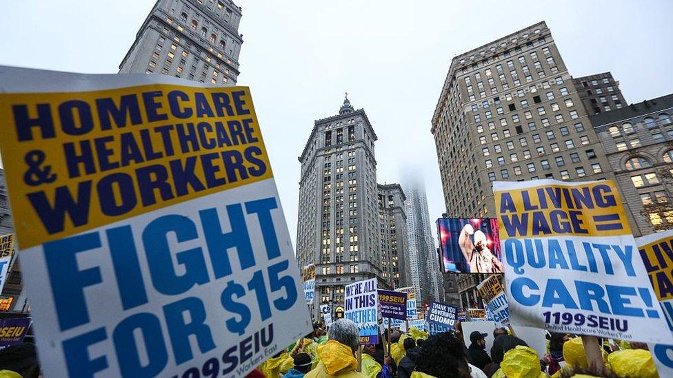 Protesta de trabajadores por mejores salarios