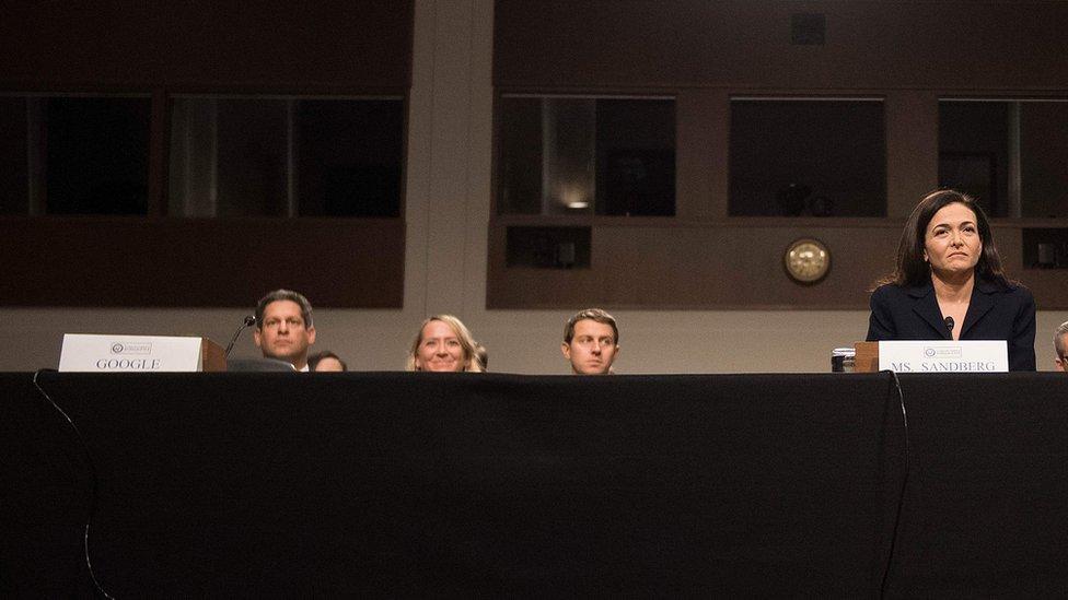 شيريل ساندبرغ، رئيسة العمليات في الفيسبوك في جلسة استماع لجنة المخابرات