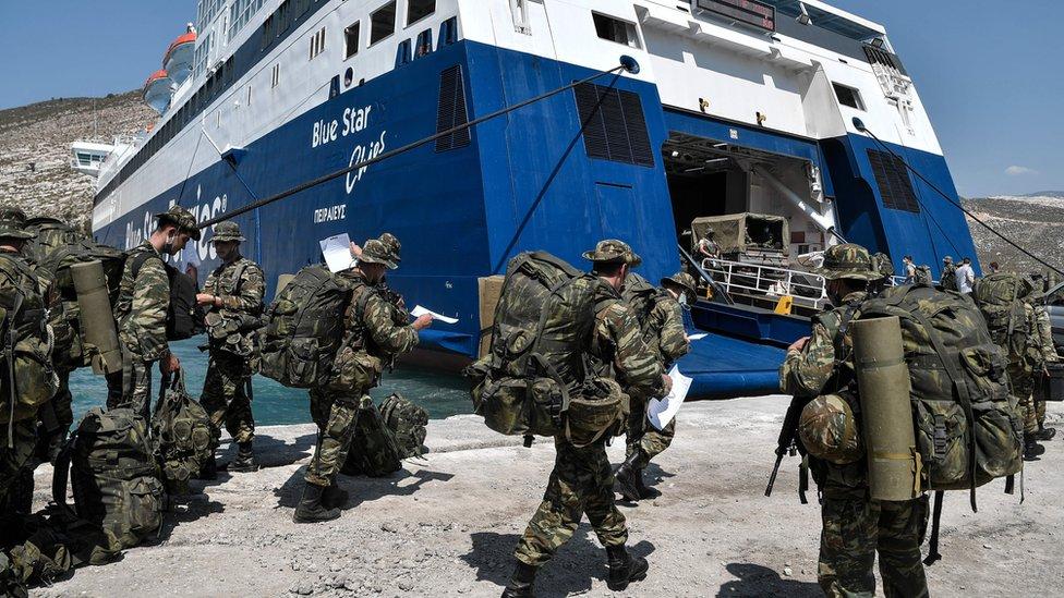 Yunan askerinin Meis adasına çıktığını gösteren fotoğraf yeni bir krize neden oldu.