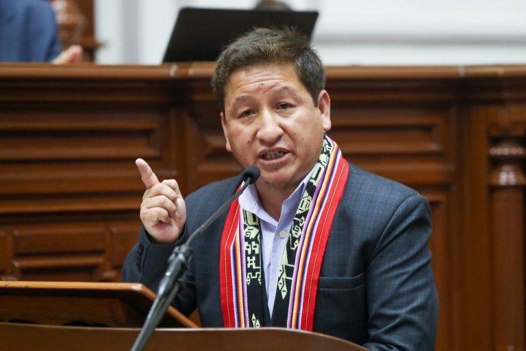 El primer ministro peruano, Guido Bellido, se dirige al Congreso.