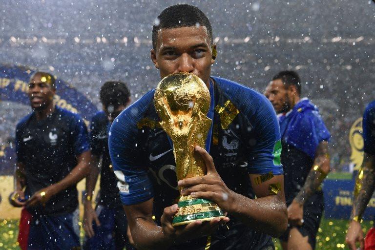 Rusya'da düzenlenen Dünya Kupası'nı evine götüren Fransa milli takımı oldu