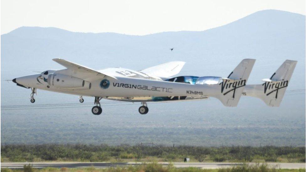 Virgin Galactic приотстает в космической гонке: компания отложила первый полет туристов