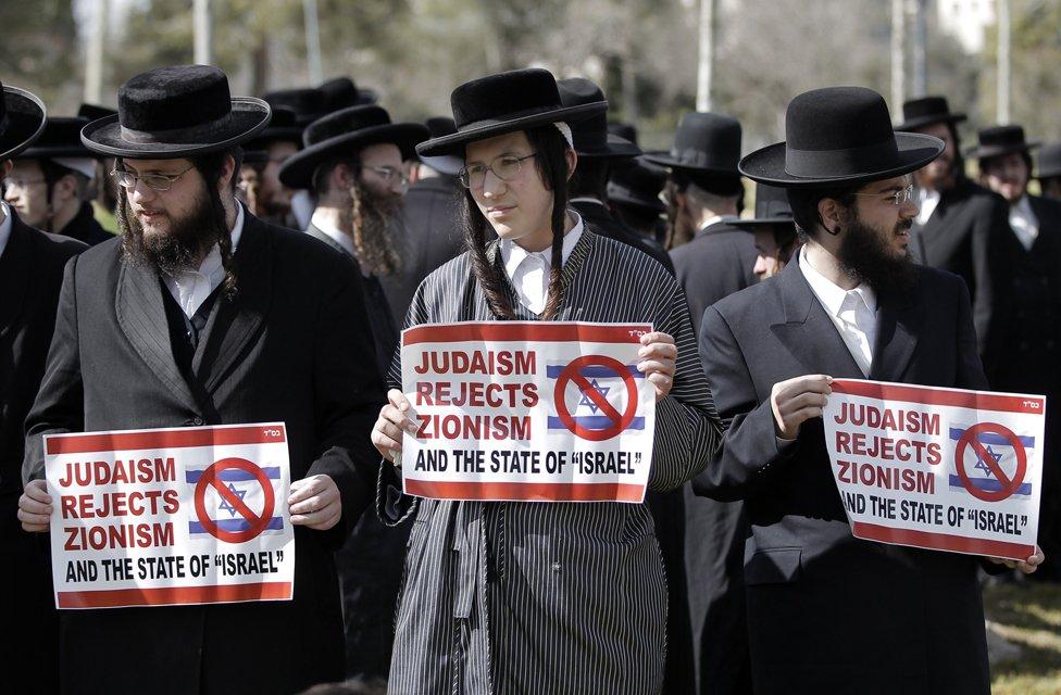 Judíos ultraortodoxos Neturei Karta protestando contra el estado de Israel