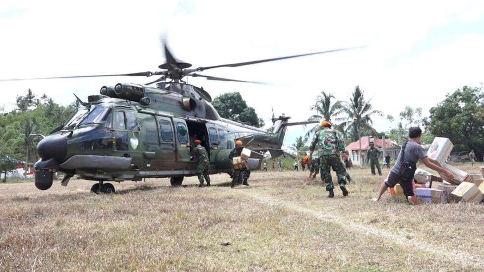 Helikopter bantuan di Donggala