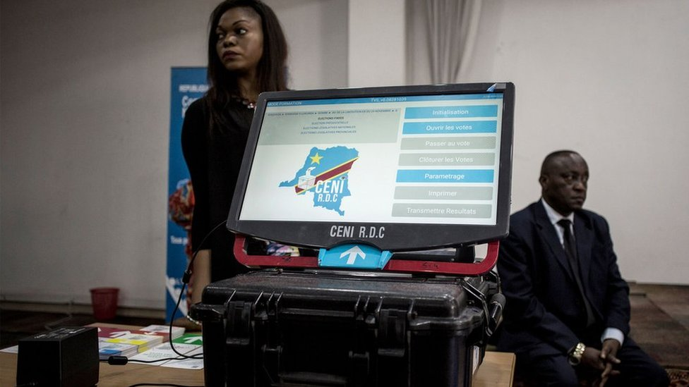 Las máquinas de voto electrónico están causando polémica desde antes de su utilización.