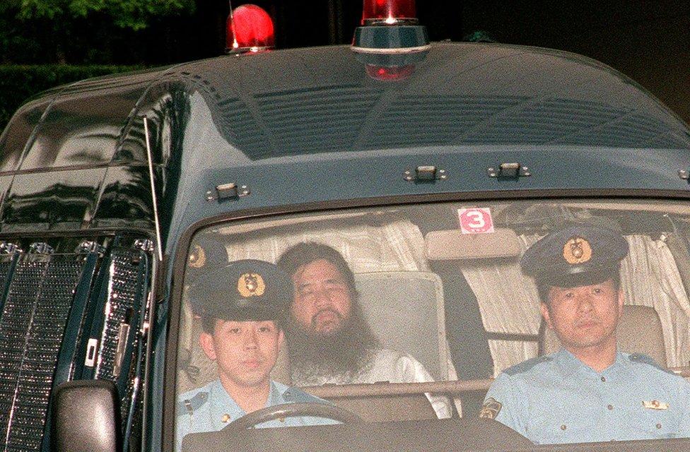 El líder del culto y otros miembros fueron detenidos pocos meses después del ataque del metro de Tokio.