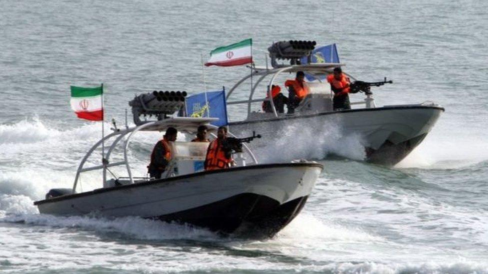قوارب حربية إيرانية