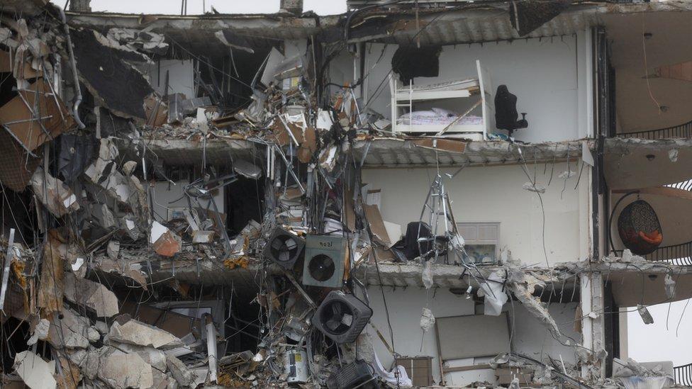 Restos del edificio colapsado