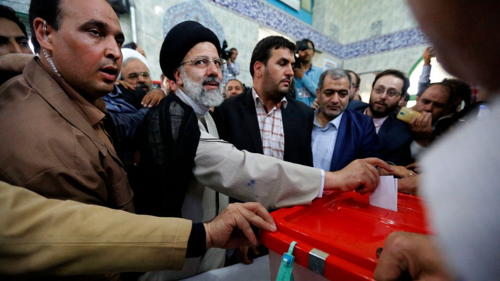 Ebrahim Raisi casts his ballot for the 2017 Iranian presidential election at a polling station in southern Tehran (19 May 2017)