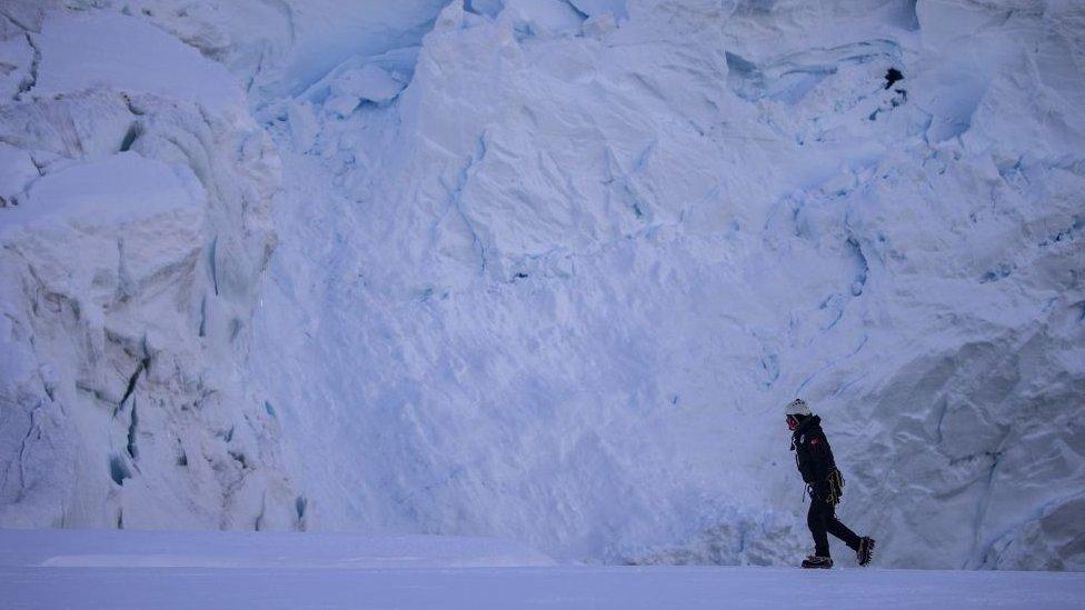 Miembro de un equipo científico en la Antártica
