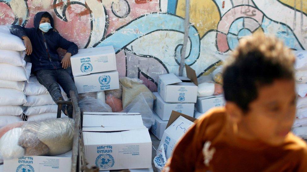 أوقف ترامب تمويلا بمئات الملايين من الدولارات لوكالة الأمم المتحدة لإغاثة وتشغيل اللاجئين الفلسطينيين (الأونروا)