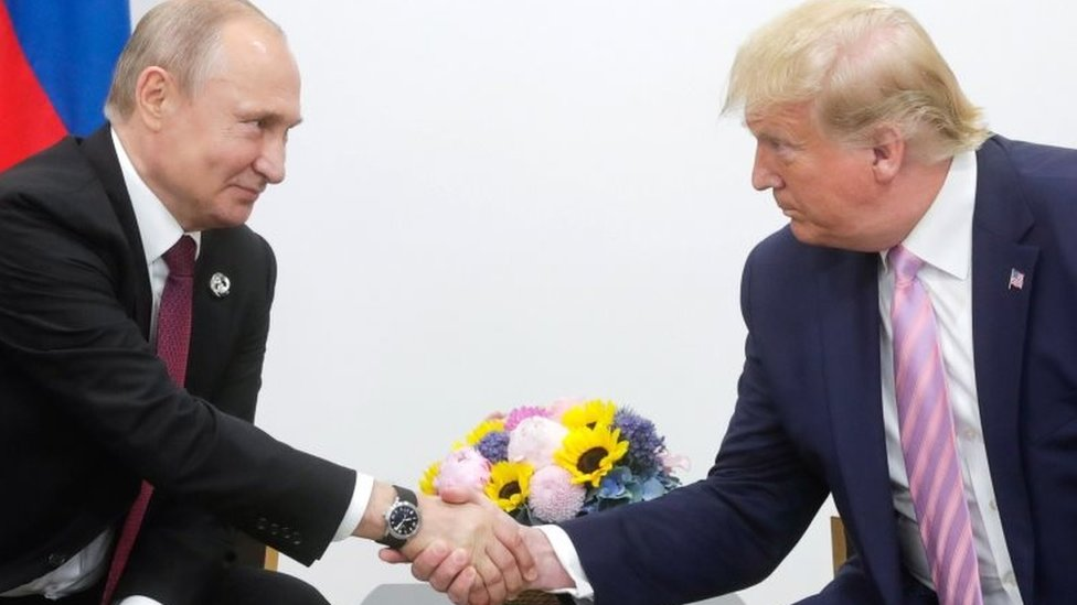Russian President Vladimir Putin (left) and US President Donald Trump meet on the sidelines of the G20 summit in Osaka, Japan. Photo: 28 June 2019