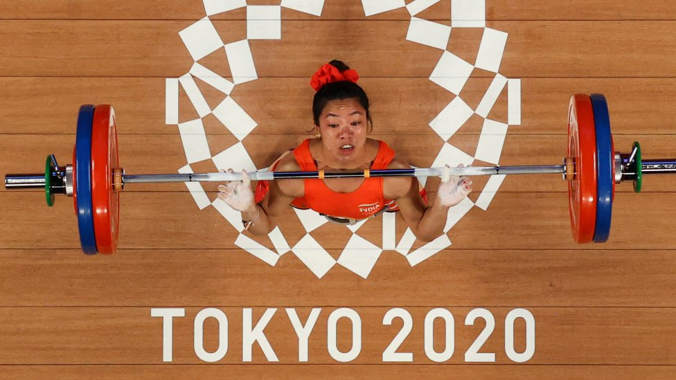 Filipino weightlifter Hidilyn Diaz in action at the Tokyo Olympics