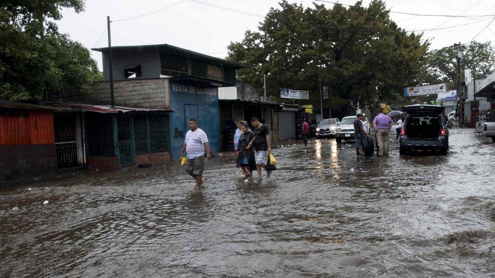 Una calle inundada en Managua, Nicaragua