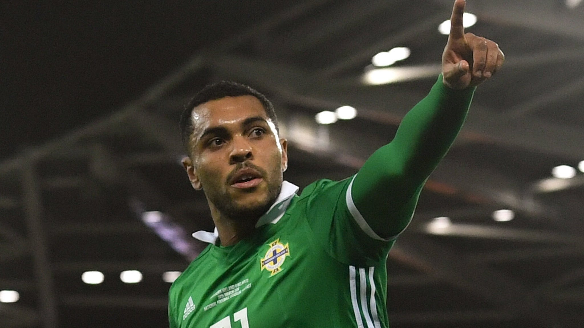 Late Magennis goal gives Northern Ireland win over Belarus