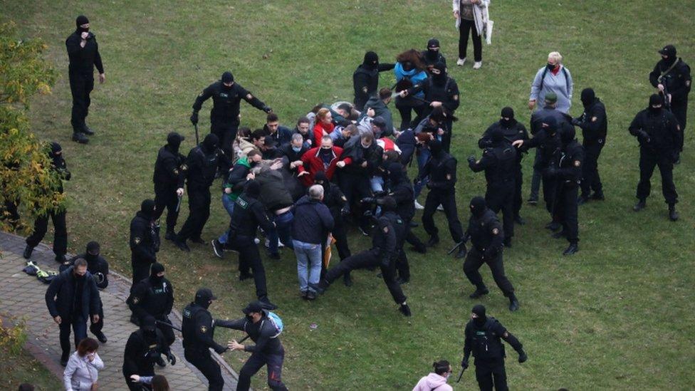 Белорусские правоохранители задержали участников митинга оппозиции